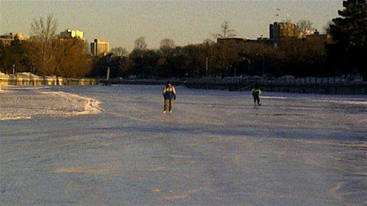 Les patineurs étaient rares à braver le froid pour l'ouverture d'une portion du canal tôt vendredi matin.