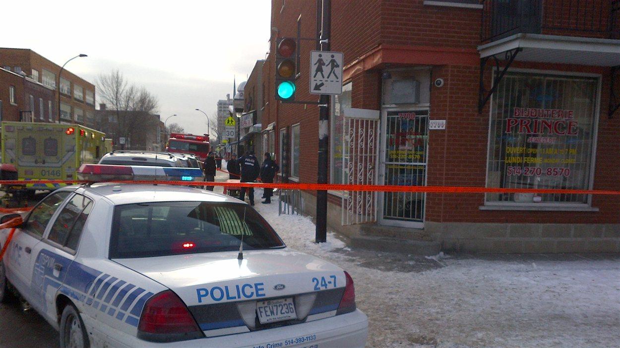 La bijouterie de Parc Extension où trois employés ont été blessés lors d'un vol à main armée.