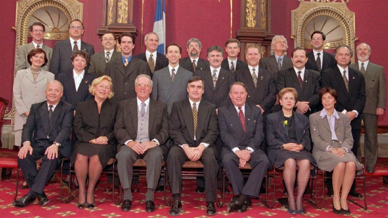 Le lieutenant-gouverneur Martial Asselin lors de l'assermentation du cabinet de Lucien Bouchard, en 1996