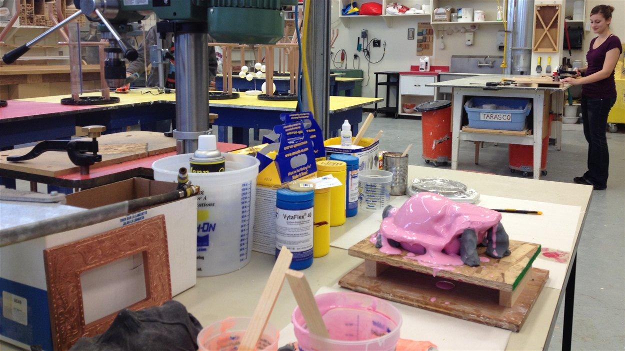 L'atelier d'arts plastiques du Cégep de l'Abitibi-Témiscamingue sera moins souvent disponible pour les étudiants en raison des compressions budgétaires.
