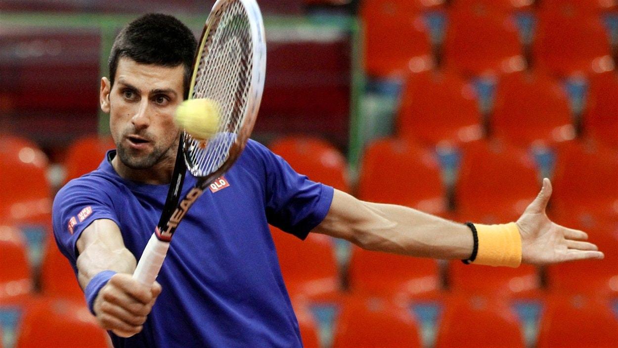 Le Serbe Novak Djokovic à l'entraînement en vue de l'affrontement entre la Belgique et la Serbie en Coupe Davis