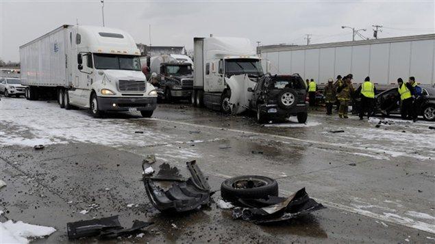 Plusieurs camions semi-remorques ont été impliqués dans le méga-carambolage.