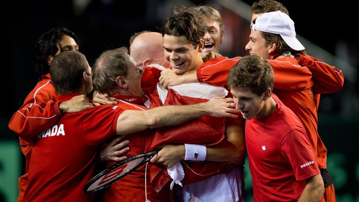 Milos Raonic et l'équipe canadienne de tennis.