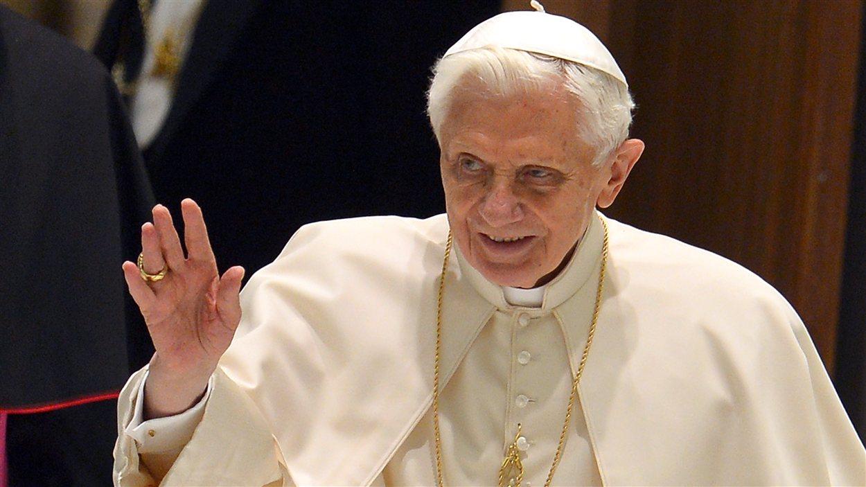 Le pape à son arrivée à son audience hebdomadaire au Vatican le 6 février 2013