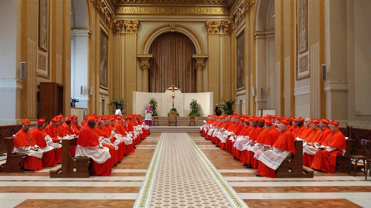 Des cardinaux réunis en conclave au Vatican