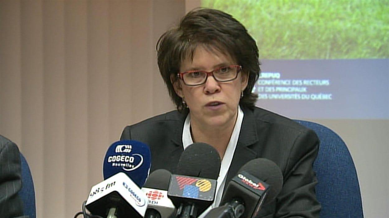Luce Samoisette, présidente du conseil de la CREPUQ, en conférence de presse à Montréal le 15 février 2013