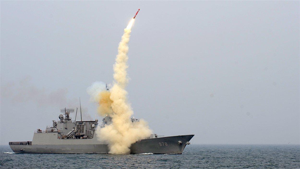 Photo d'un tir de missile longue portée par un bâtiment de la marine sud-coréenne, le 14 février dernier.
