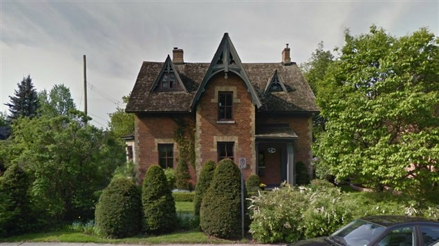 un incendie endommage une maison patrimoniale d 39 ottawa ici radio. Black Bedroom Furniture Sets. Home Design Ideas