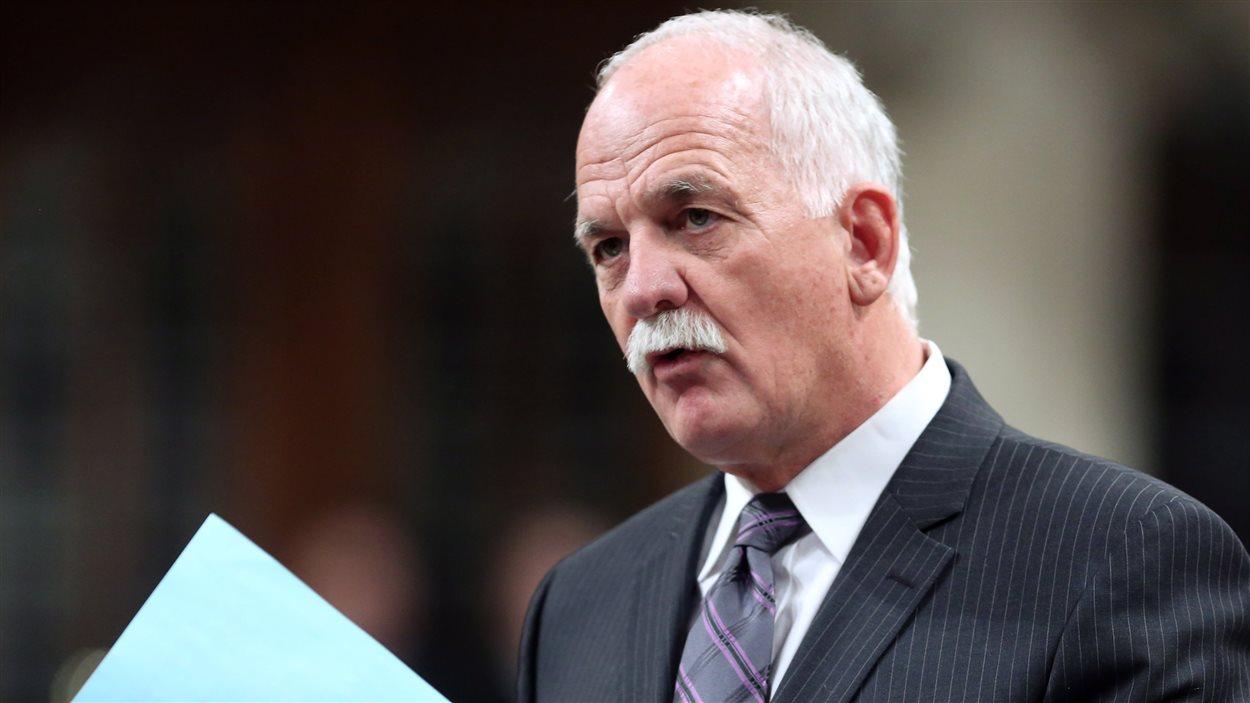 Le ministre Vic Toews répondant aux questions de l'opposition à la Chambre des communes, le 18 mars 2013.