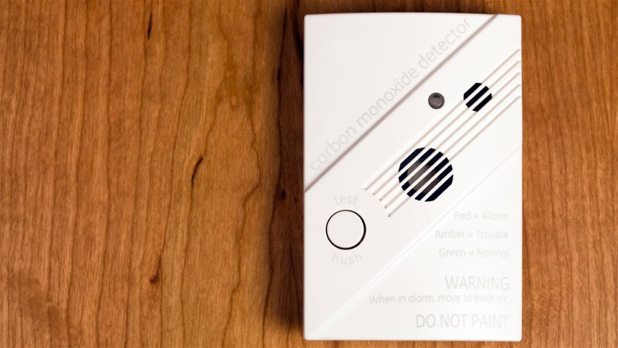 avertisseurs de monoxyde de carbone maintenant obligatoires en ontario ici radio. Black Bedroom Furniture Sets. Home Design Ideas