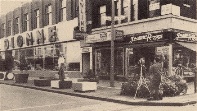 Le projet de rue piétonne au coin de l'avenue du Mont-Royal et de la rue de Lanaudière en 1970.