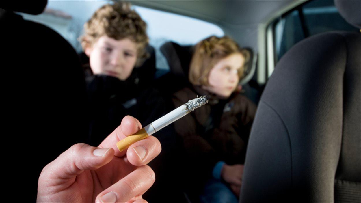 203 000 enfants sont exposés à la fumée dans les véhicules automobile au Québec, selon l'Enquête sur le tabagisme chez les jeunes.