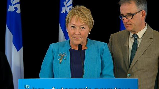 La première ministre Pauline Marois accompagnée du ministre de la Santé Réjean Hébert