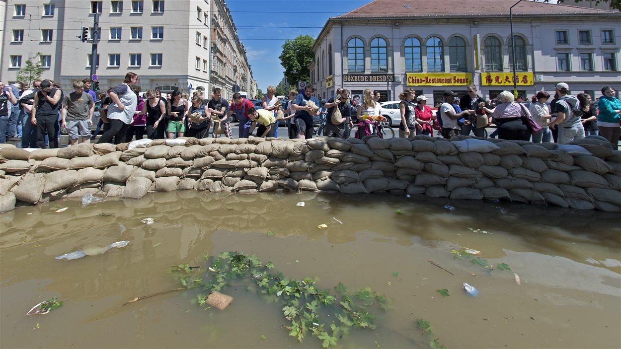 les inondations en europe centrale ont fait 16 morts et quatre disparus ici radio. Black Bedroom Furniture Sets. Home Design Ideas