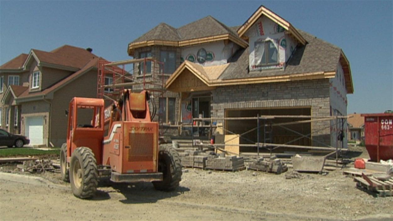 La r gie du b timent du qu bec ne g re plus la garantie des maisons neuves ici radio for Construction maison neuve quebec