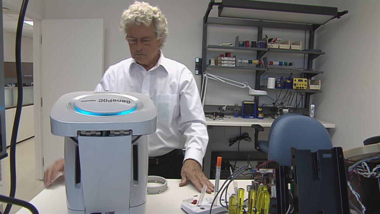 Le test est mis au point par l'équipe du Dr Michel G. Bergeron.