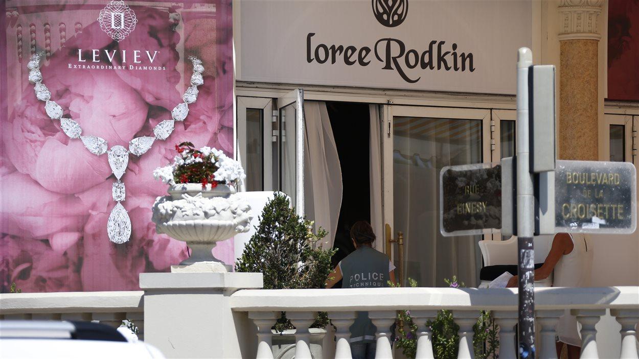 L'Hôtel Carlton International de Cannes a été le théâtre d'un audacieux vol de bijoux dimanche.