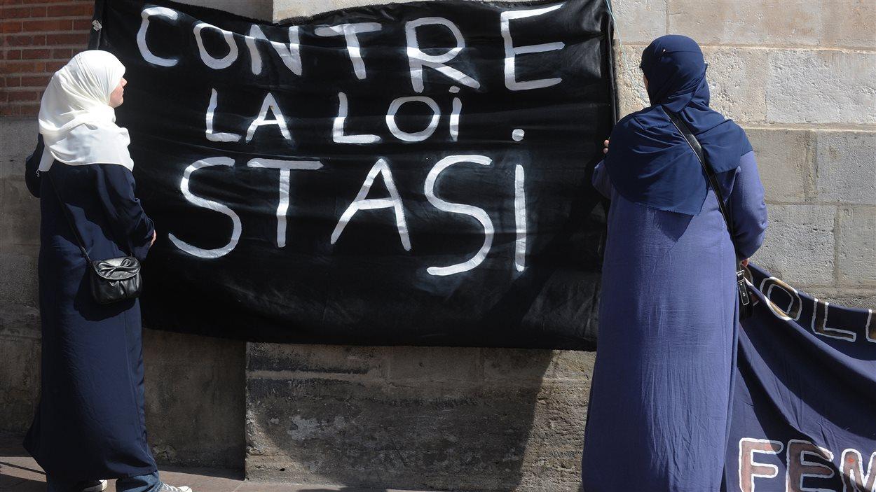 France le port du voile suscite le d bat ici radio - Loi interdisant le port du voile en france ...
