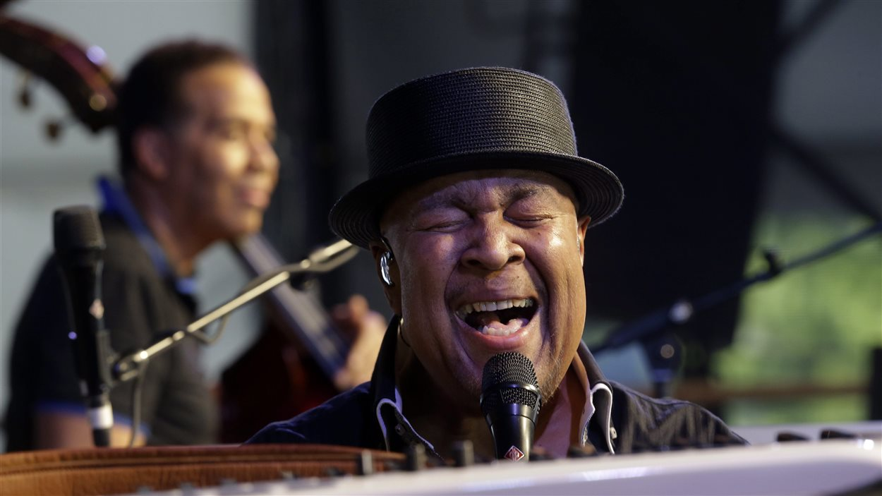 Le pianiste jazz George Duke au New Orleans Jazz & Heritage Festival le 4 mai 2013.
