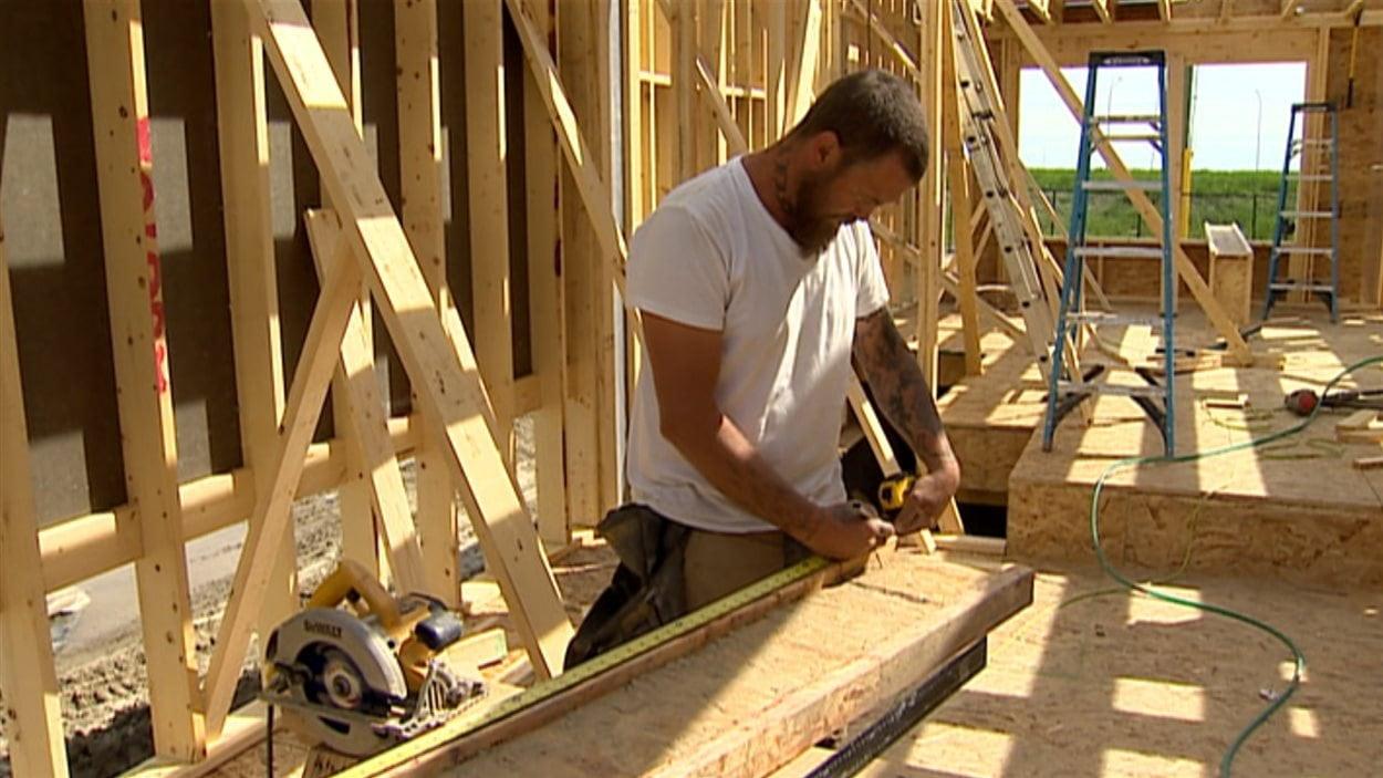 Un travailleur de la construction