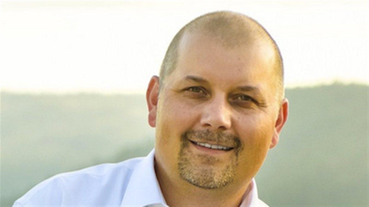 Adam Olsen est le nouveau chef intérimaire du Parti vert ...