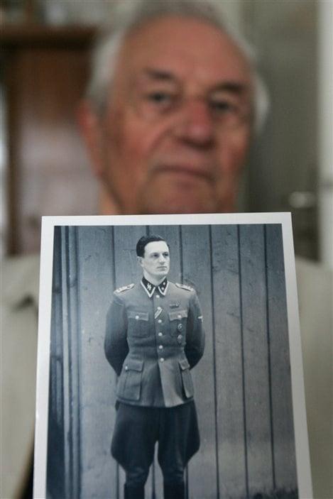 L'ancien sous-officier SS Rochus Misch était Oberscharführer (adjudant), garde du corps du