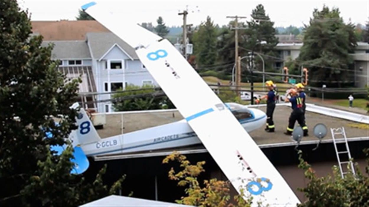 Une planeur s'est écrasé sur le toit d'un immeuble de Langley en Colombie-Britannique le 8 septembre.