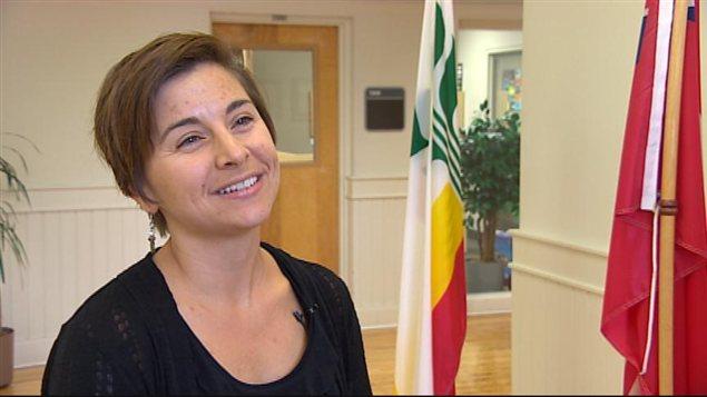 La professeure en éducation de la jeune enfance Dominique Arbez accorde une entrevue à Radio-Canada le 9 septembre 2013, dans l'Université de Saint-Boniface à Winnipeg.