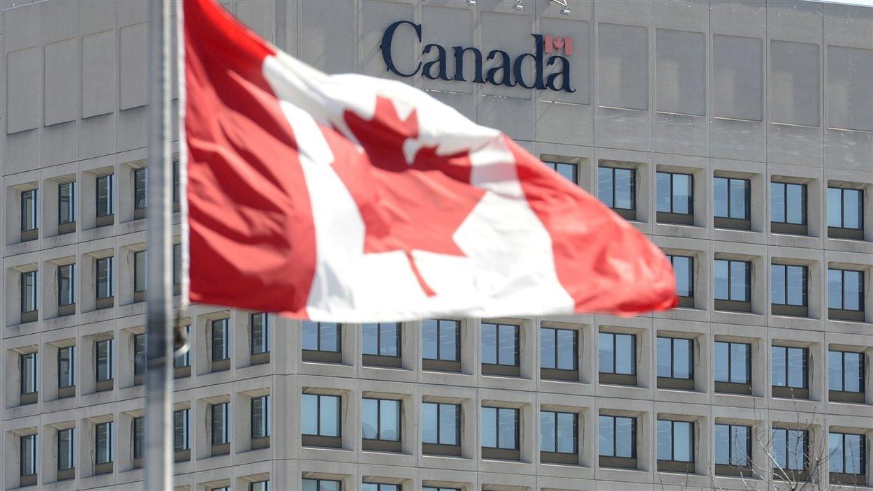 La façade du Ministère de la Défense à Ottawa