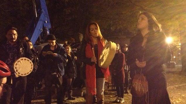 Les manifestants se sont notamment arrêtés devant l'ancien forum de Montréal.