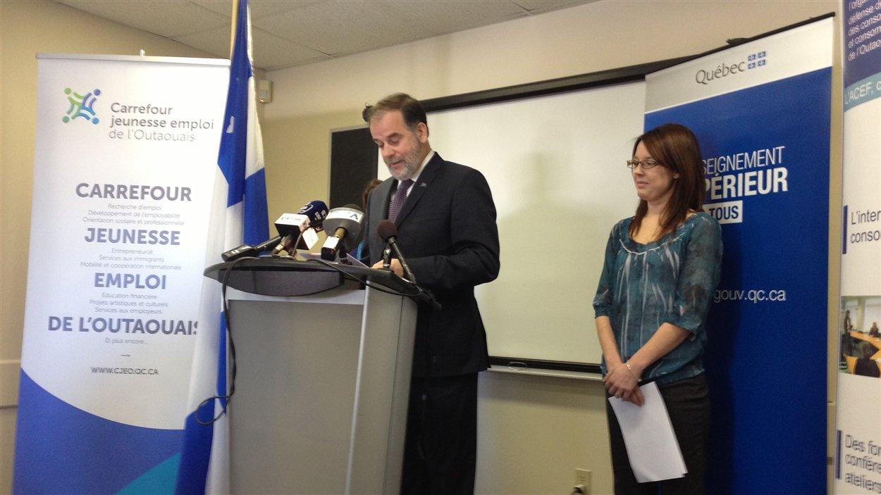 Le ministre Duchesne a fait l'annonce au Carrefour Jeunesse-Emploi de l'Outaouais.