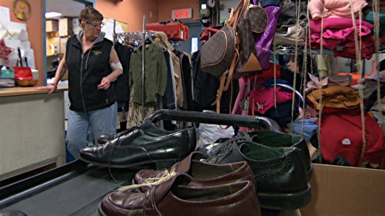 Le Gîte Ami, dans le secteur de Hull, offre également des vêtements et des souliers aux personnes itinérantes.