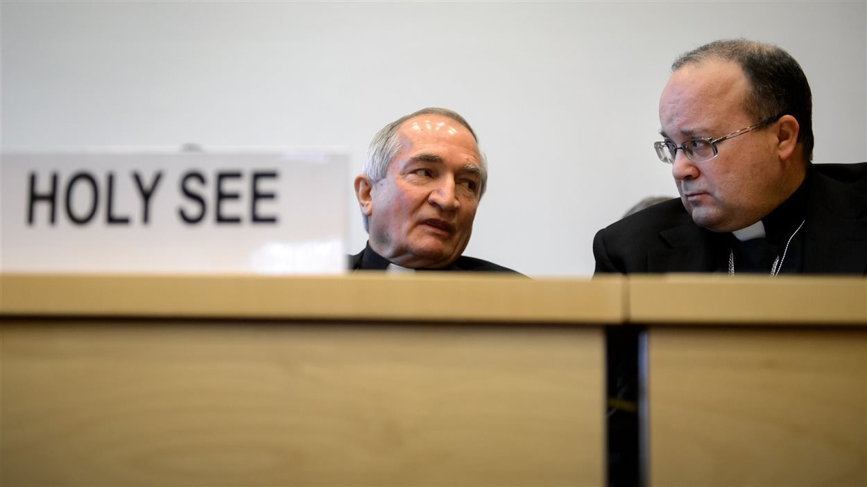L'observateur permanent du Saint-Siège auprès de l'ONU, Silvano Tomasi, et l'ancien promoteur de justice au Vatican sur le dossier de la pédophilie, Charles Scicluna, à Genève