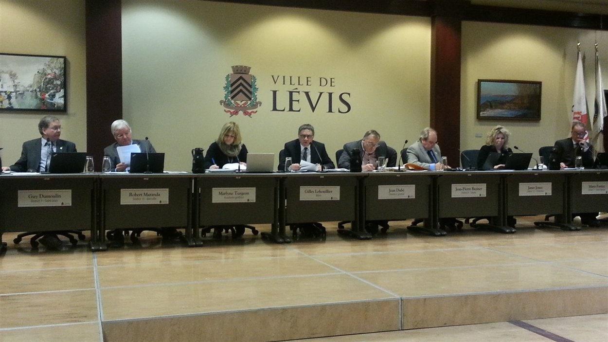 Le conseil municipal de Lévis a approuvé un prêt de 25 millions de dollars pour un projet de transports.