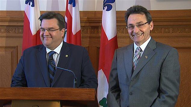 Le maire de Montréal, Denis Coderre, et le chef de l'opposition, Richard Bergeron, annocent le recouvrement de l'autoroute Ville-Marie.