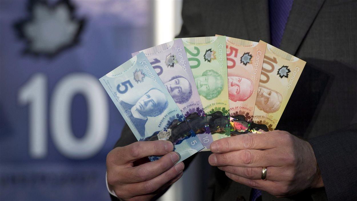 Les nouveaux billets de banque en polymère, plus difficiles à contrefaire.