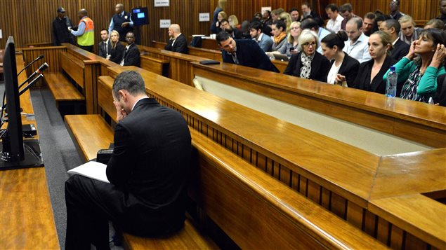 Contre-interrogatoire agressif pour la voisine d'Oscar Pistorius
