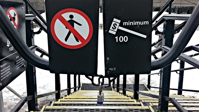 le canal rideau et le ruisseau de la brasserie pas pr ts pour les patineurs ici radio. Black Bedroom Furniture Sets. Home Design Ideas