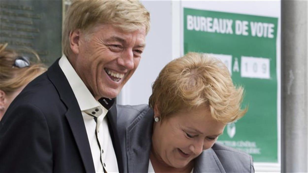 Claude Blanchet aurait sollicité deux dirigeants de firmes de génie-conseil en 2007 et en 2008 pour financer les campagnes politiques de sa femme Pauline Marois. Certains de ces dons ont été faits par des prête-noms. Détails avec le journaliste Alain Gravel.