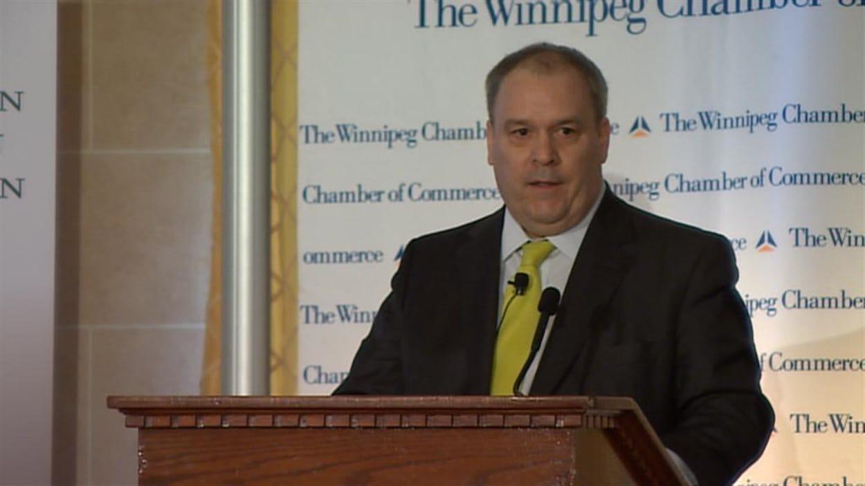 Le dirigeant du cn se d fend des critiques sur le for Chambre de commerce tuniso canadienne