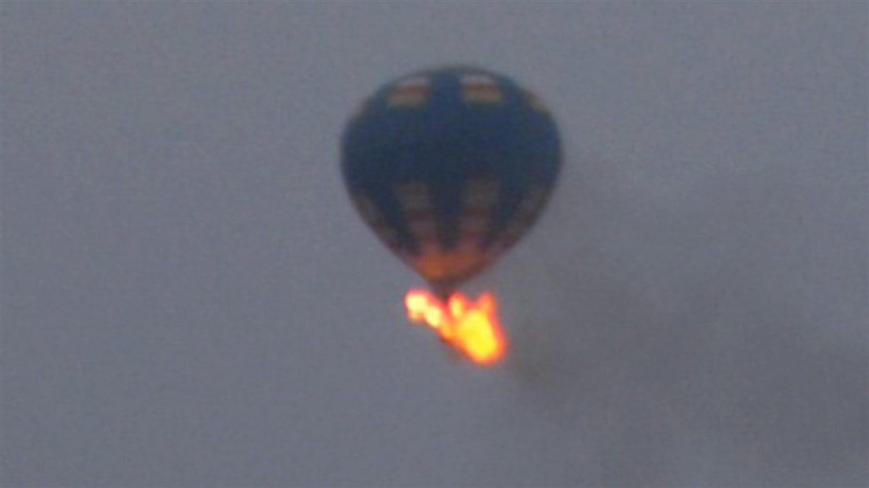 montgolfiere qui s'enflamme