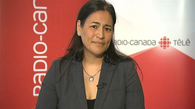 La présidente de l'Association des femmes autochtones du Canada, Michèle Audette, accorde une entrevue à RDI, le 16 mai 2014.