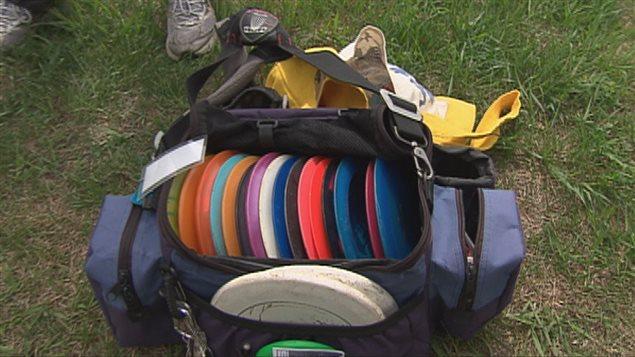Des disques sont utilisés pour partiquer ce sport