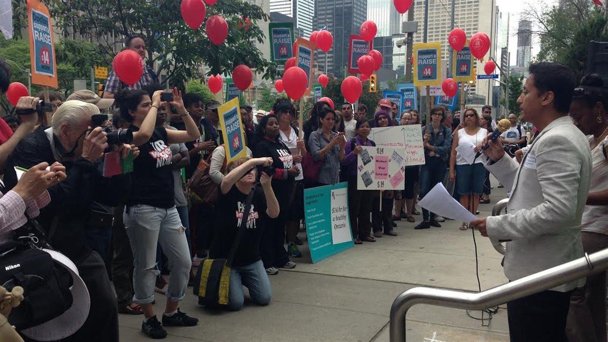 Les manifestations souhaitent que le salaire minimum passe à 14 $ l'heure.