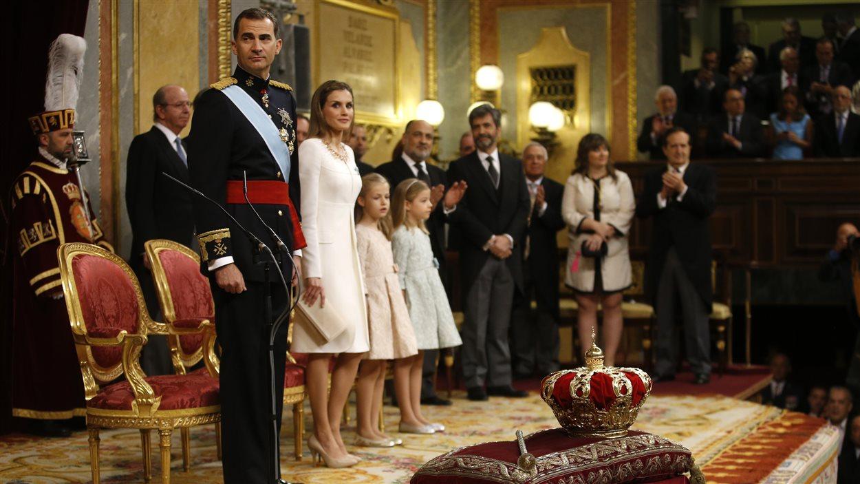 Le nouveau roi d'Espagne, Felipe VI de Bourbon, a prêté serment et juré fidélité à la Constitution, jeudi au parlement.