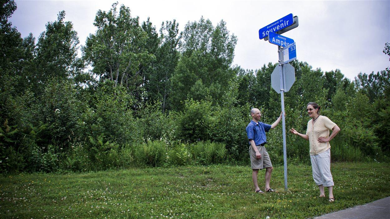 Daniel Desroches et Denise Leahy veulent préserver le boisé du Souvenir, à Laval