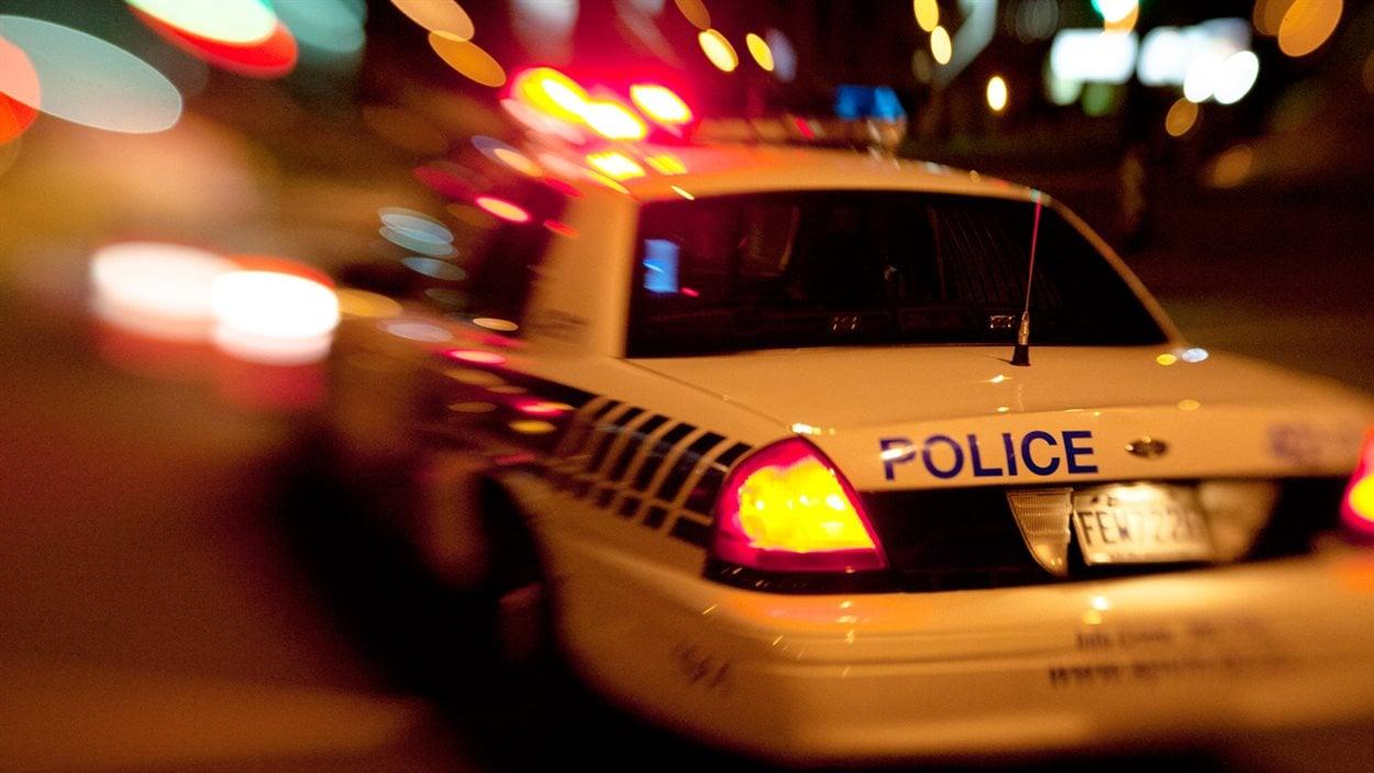 Voiture de police SPVM Montréal de nuit