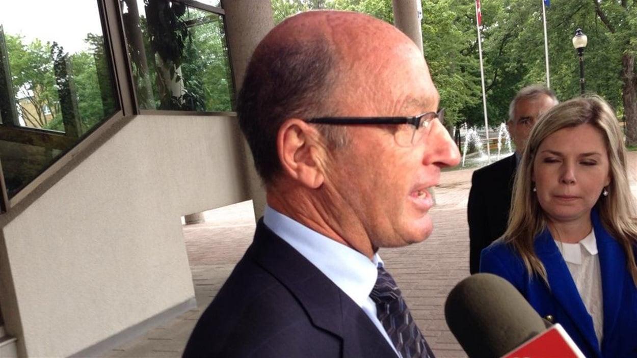 Le maire de Trois-Rivières à la sortie de sa rencontre avec les syndiqués municipaux