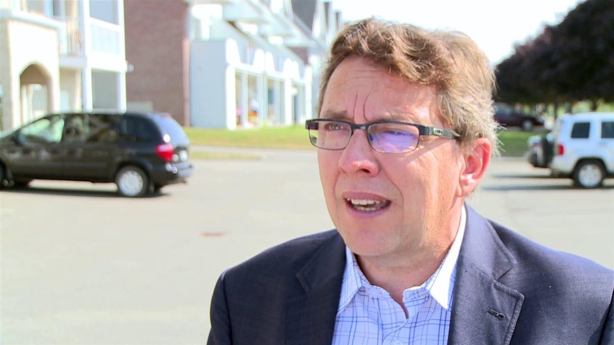 Le ministre Jean D'Amour