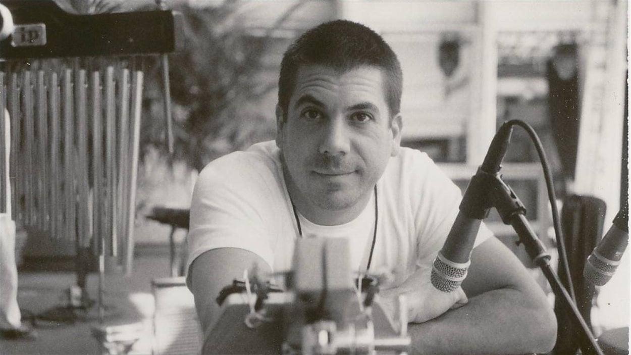 Derek Rieth, le batteur du groupe Pink Martini est décédé à l'âge de 43 ans.